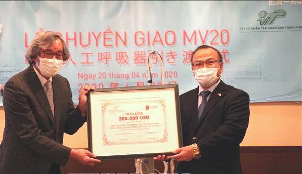 Trao số tiền 200.000 USD cho Hội người Việt Nam tại Nhật Bản nhằm hỗ trợ khó khăn do dịch bệnh Covid-19 gây ra với cộng đồng người Việt tại Nhật