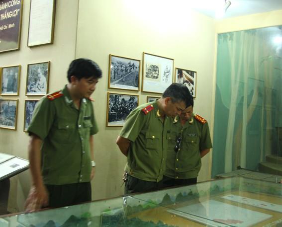 Công đoàn CATP Hà Nội tổ chức về nguồn ảnh 4