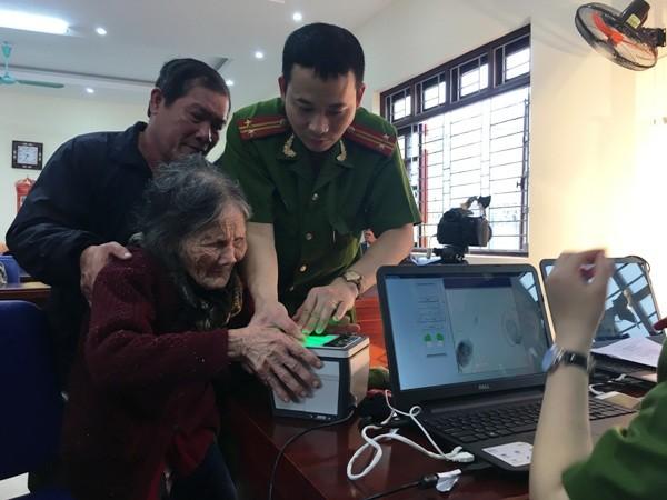 Niềm vui của nhân dân là động lực làm việc cho cán bộ chiến sỹ CAQ Hoàng Mai ảnh 2