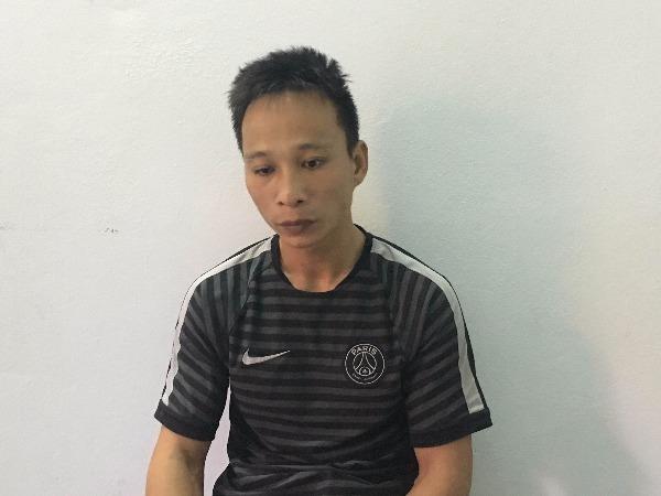 Đối tượng Nguyễn Hữu Chinh dùng dao kề cổ, khống chế lái xe taxi