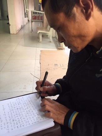 Sau khi chị Hằng tỉnh lại, anh Tịnh viết vài dòng bày tỏ niềm cảm kích đến hành động của các chiến sỹ CSGT