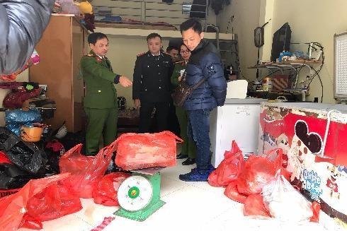 Lực lượng chức năng kiểm đếm số nầm lợn không đảm bảo vệ sinh an toàn thực phẩm