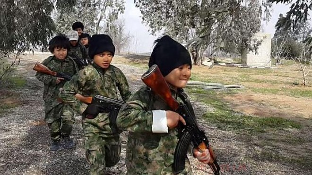 Cảnh huấn luyện trẻ em trong đoạn video