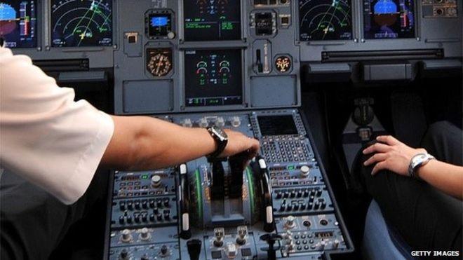 Nhiều hãng hàng không thế giới quy định buồng lái lúc nào cũng phải có 2 người