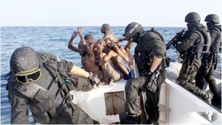 Hải quân quốc tế truy bắt cướp biển