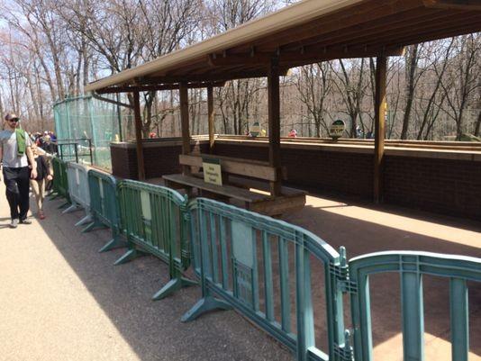 Chuồng nuôi báo ở vườn thú Cleveland Metroparks