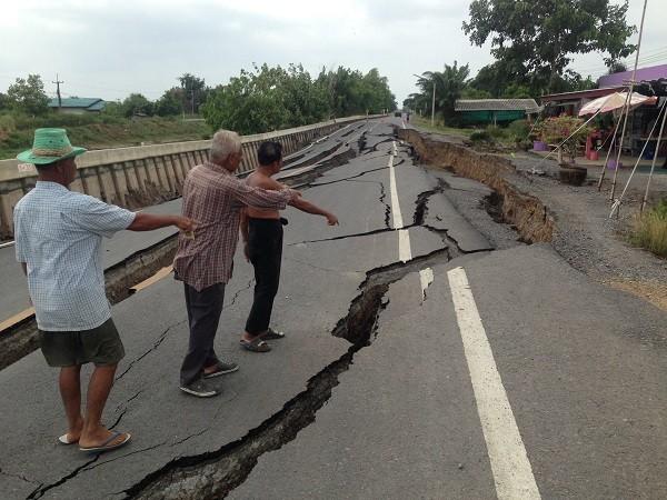 Đường sụt lún nghiêm trọng ở Thái Lan