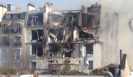 Nhiều tầng của tòa nhà chung cư đã bị thổi bay