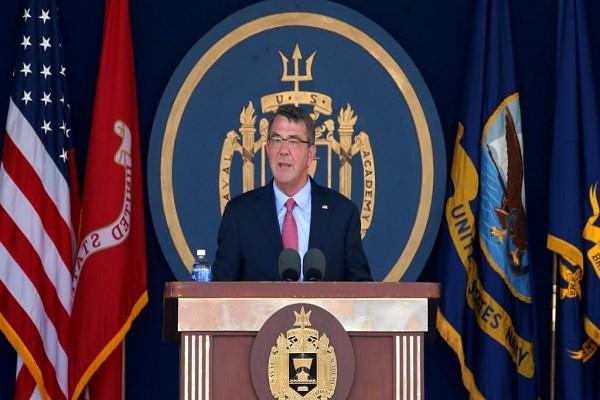 Bộ trưởng Quốc phòng Ashton Carter phát biểu tại Học viện Hải quân Mỹ