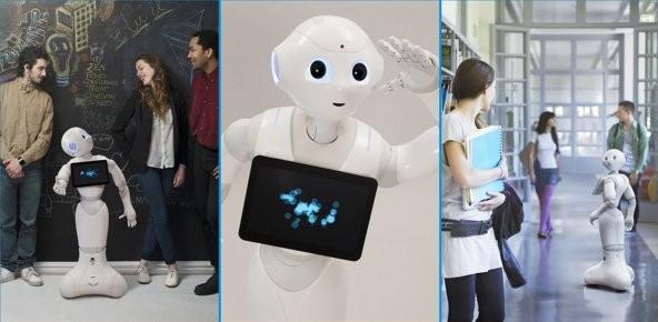 Nhân viên robot khiến mọi người thích thú