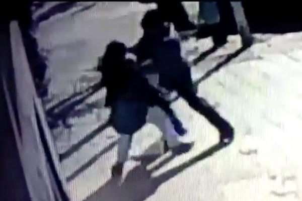 Hình ảnh vụ cướp táo tợn được camera giám sát ghi lại