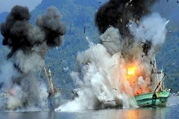 Indonesia cho nổ tung một tàu cá nước ngoài đánh bắt trái phép