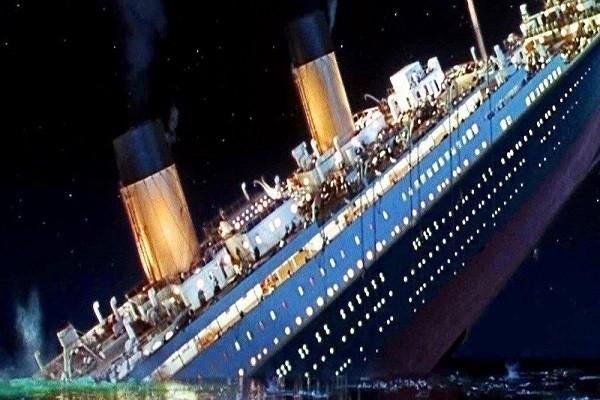 Tàu chở khách Titanic khi bị chìm