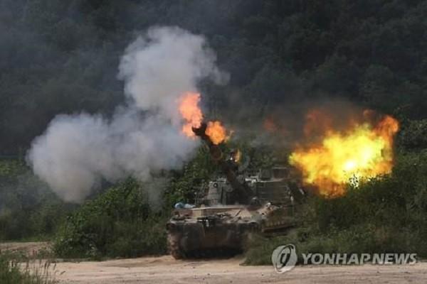Pháo K-55 của Hàn Quốc khai hỏa trong cuộc tập trận