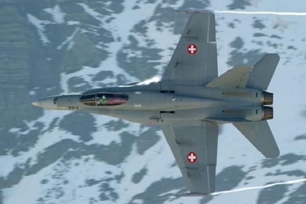 Một chiếc chiến đấu cơ F/A-18C của Thụy Sĩ