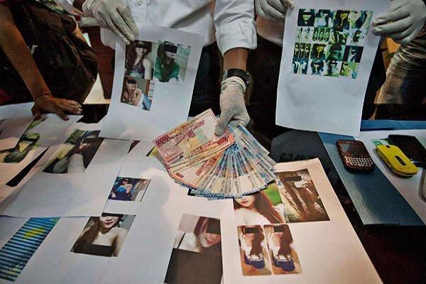 Những bằng chứng cảnh sát Indonesia thu được trong một lần triệt phá đường dây mại dâm trực tuyến