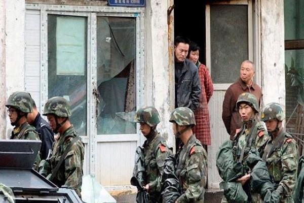 Cảnh sát Trung Quốc tuần tra ở khu tự trị Tân Cương