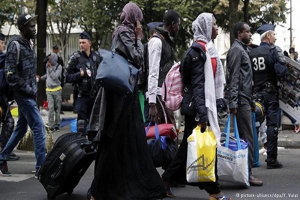 Trong số những người di cư có nhiều phụ nữ và trẻ em