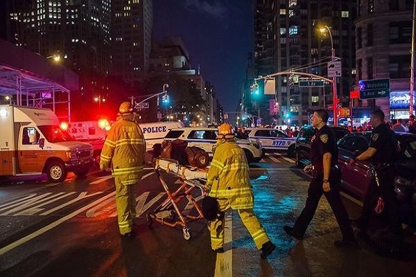Cảnh sát và lính cứu hỏa tại hiện trường vụ nổ ở Manhattan