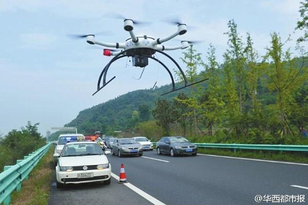 UAV quay video và truyền dữ liệu cho cảnh sát