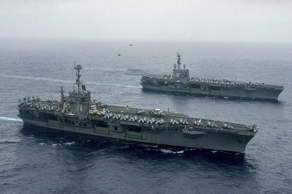 Hai tàu sân bay USS John C. Stennis và USS Ronald Reagan của Hải quân Mỹ