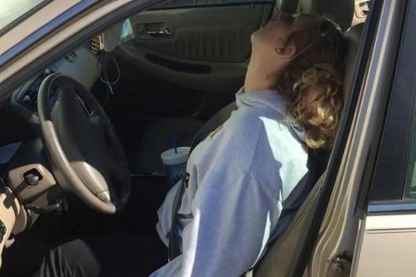 Erika Hurt bất tỉnh trong ô tô