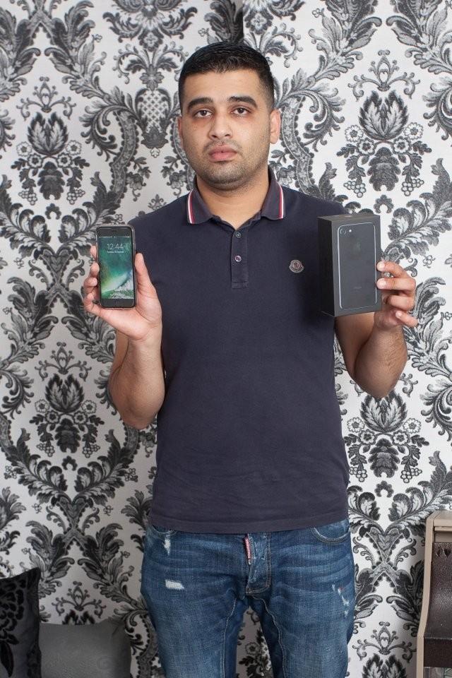 Khách hàng Sharakat Hussain