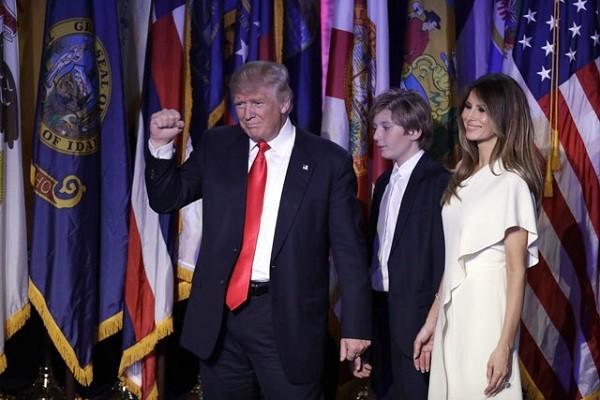 Ông Trump cùng gia đình trong đêm mừng chiến thắng