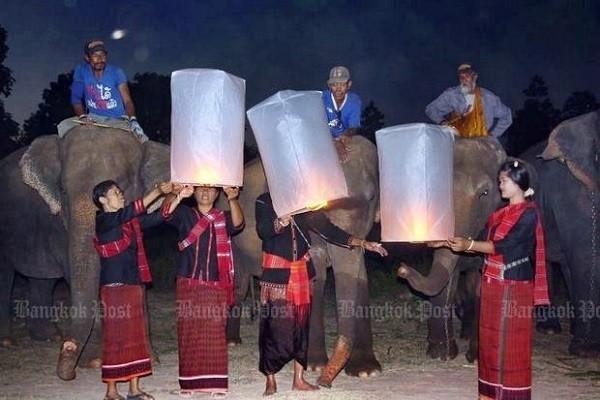 Những chiếc đèn lồng được thả lên trời trong lễ hội năm ngoái