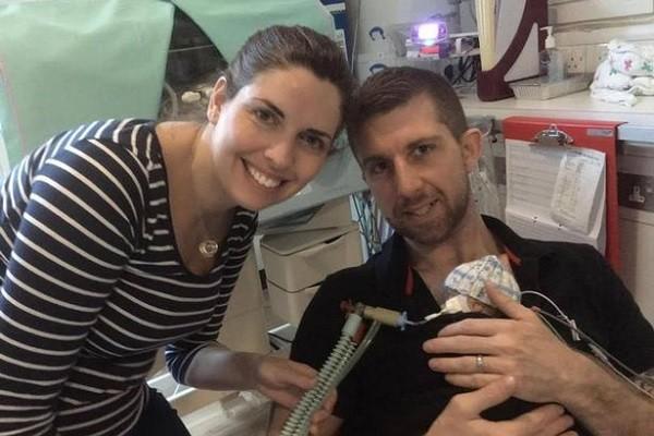 Louise và Paul Rossall vui mừng khi con trai được cứu sống