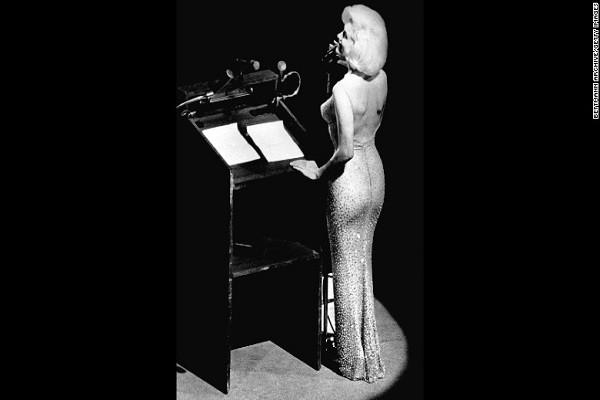 Chiếc váy Marilyn Monroe mặc khi hát mừng sinh nhật Tổng thống Mỹ John F. Kennedy