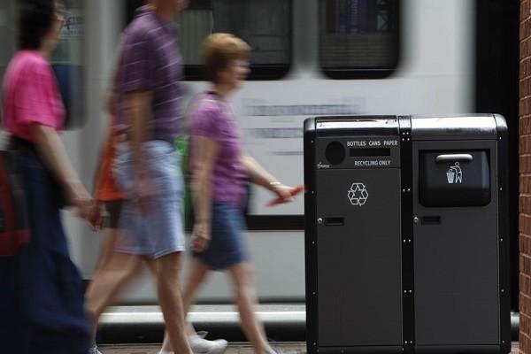 10 thùng rác trang bị bộ phát wifi miễn phí được đặt trên phố Orchard Road