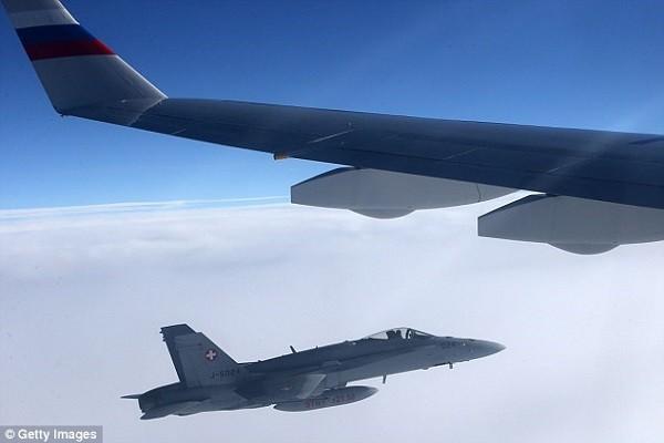 Chiến đấu cơ Thụy Sĩ theo sát máy bay chở đoàn đại biểu Nga dự APEC