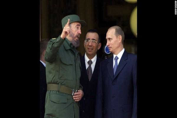 Chủ tịch Cuba Fidel Castro tiếpTổng thống Nga Putin tới thăm Cuba năm 2000