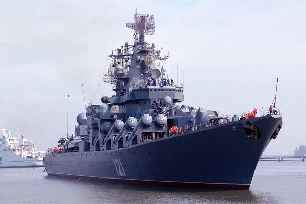 Một chiếc tàu chiến của Hải quân Nga