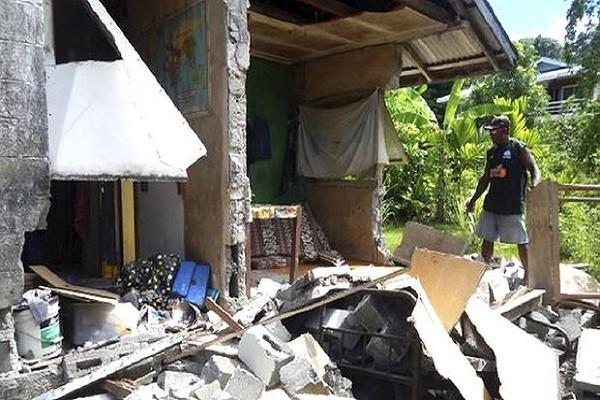 Một số ngôi nhà ở Solomon bị hư hại sau động đất