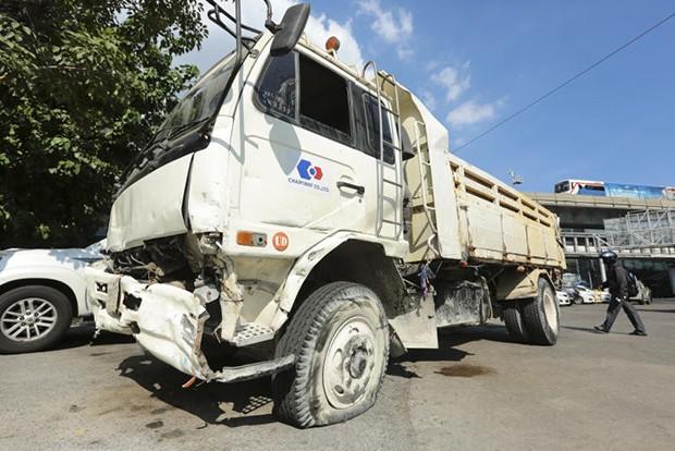 Chiếc xe tải bị cảnh sát bắn thủng lốp
