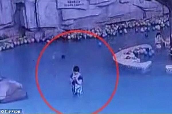 Bà Tiêu không nhận ra con chết đuối ở bể bơi