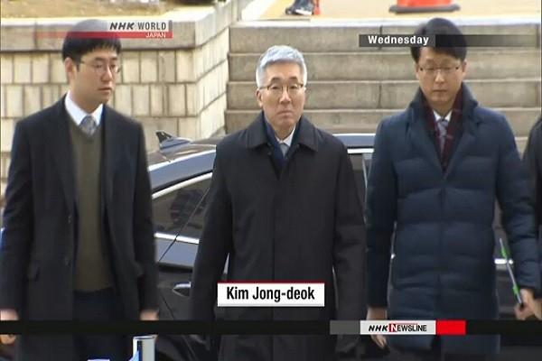 Cựu Bộ trưởng Văn hóa Hàn Quốc Kim Jong-deok (ảnh giữa)