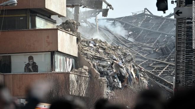 Tòa nhà Plasco đổ sập sau vụ cháy