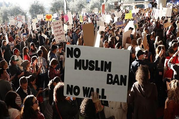 Người biểu tình phản đối lệnh cấm của ông Donald Trump tại sân bay quốc tế San Francisco