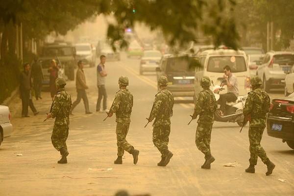 Lực lượng vũ trang Trung Quốc tuần tra tại Tân Cương