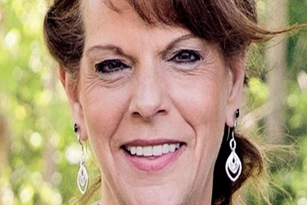 Bà Wanda Holbrook