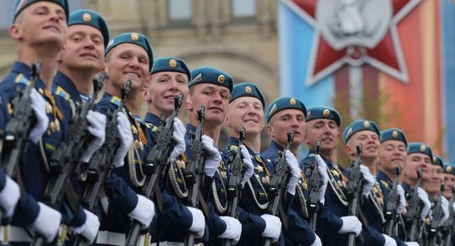Các binh sĩ Nga tham gia duyệt binh