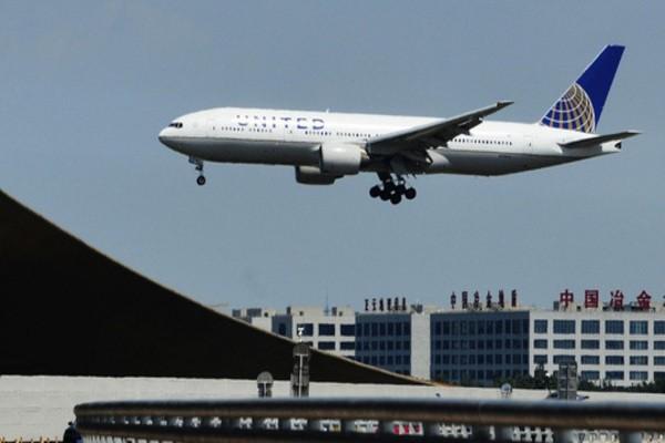 Máy bay hạ cánh xuống Bắc Kinh lúc 22h30 ngày 3-11