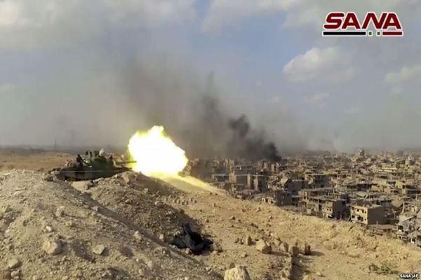 Xe tăng Syria khai hỏa trong cuộc chiến chống khủng bố IS