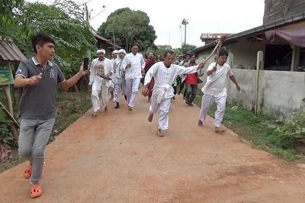 Nghi lễ trừ tà tại làng Ban Na Bong
