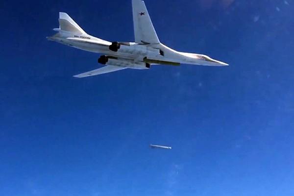Máy bay Nga đánh trúng các mục tiêu IS ở Syria