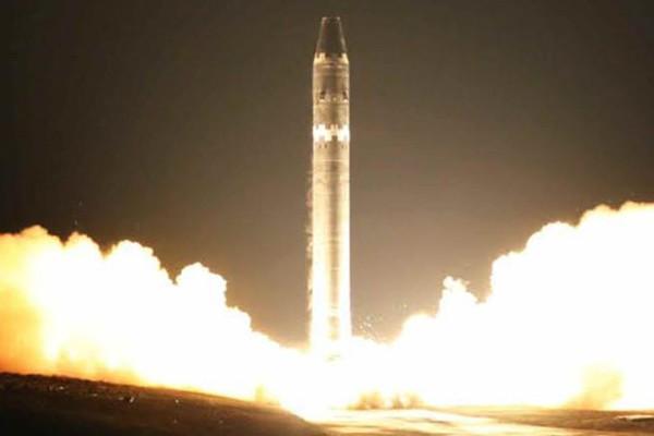 Hình ảnh vụ phóng tên lửa mới nhất của Triều Tiên