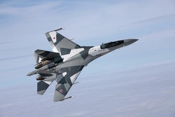 Một chiếc chiến đấu cơ Su-35